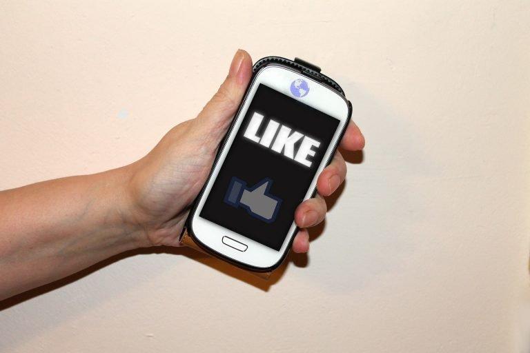 לייק בפייסבוק