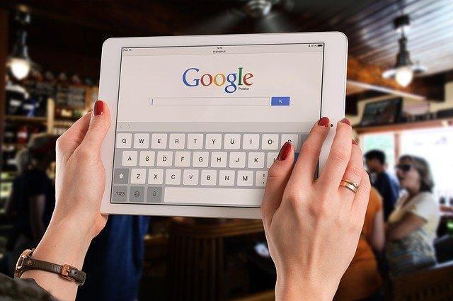 גוגל ממליצה לבעלי אתרים להפריד בין תוכן YMYL לבין תוכן שאינו YMYL לשני אתרים שונים וזאת כדי לאפשר לאלגוריתם לזהות את מומחיות התוכן.