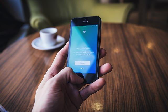 טוויטר משנה כרטיסיית על אודות