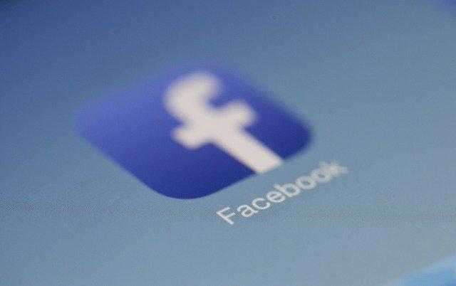 קבוצות פייסבוק יוכלו לסמן מומחים בנושא